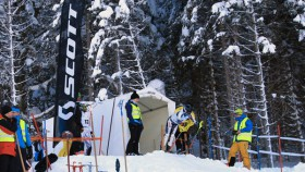 Startsituation eines alpinen Skirennens